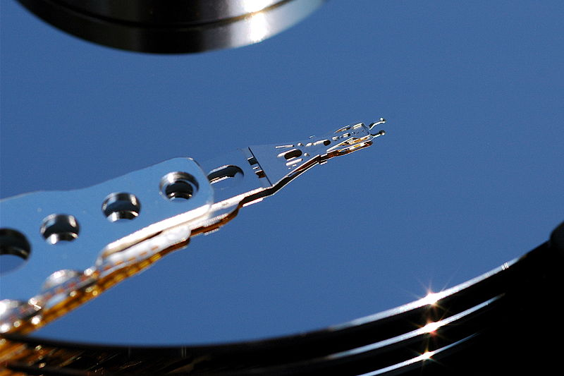 800px-Hard_Disk_head_top