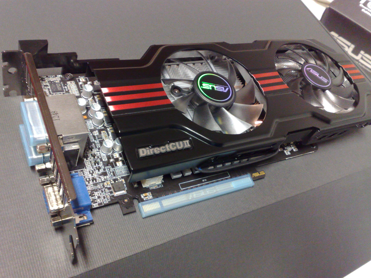 ASUS_GTX-650_Ti_TOP_Cu-II_PCI_Express_3.0_x16_graphics_card